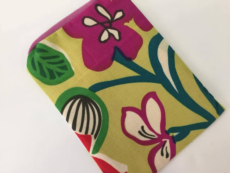 Retro Bold Flower Painted Print Coin Purse  Zipper Purse  image 0