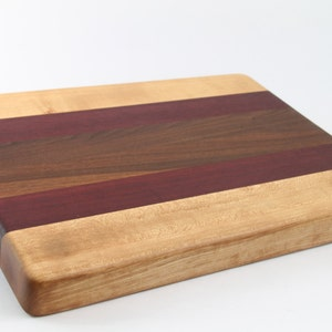 No slip bottom and easy grip For Chefs! Handcrafted Wood Cutting Board Walnut /& Maple End Grain Cook like a pro with this board