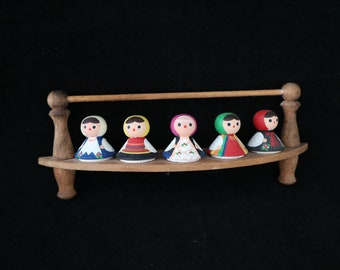 Exceptional little figurine shelf shabby country house style