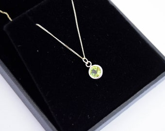 9ct gold necklace, green peridot pendant, gold peridot necklace, real gold peridot necklace, gold solitaire necklace, gemstone solitaire