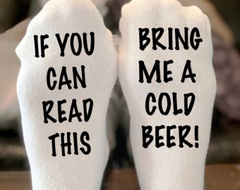 If you can read this bring me a cold beer socks | If you can read this socks | socks with words | Beer Lover