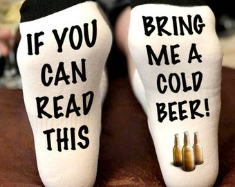 If you can read this socks beer | If you can read this bring me a cold beer | Beer Socks | Beer Me Socks