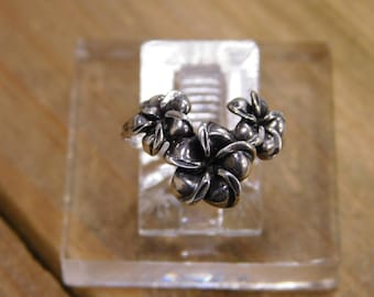 Sterling Silver Flower Ring Size 4.25