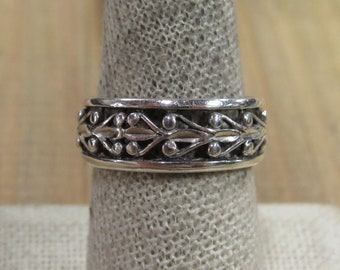 Vintage Sterling Silver With Design Band Ring Size 9