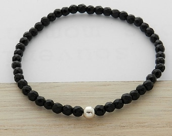 Faceted onyx stone and silver ball bracelet