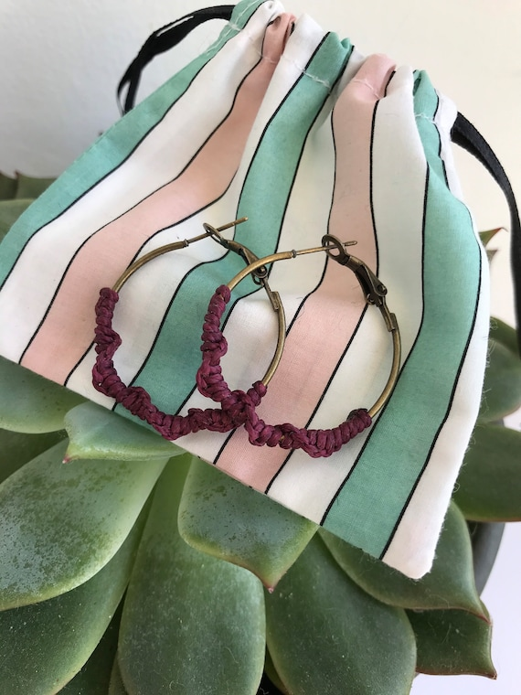 Macramé hoop earrings - Boho earrings - Macramé twist earrings 30mm - Antiqued bronze macrame hoop earrings