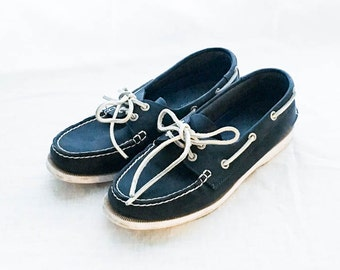 Navy boat shoes size 8M - Bass Navy leather boat shoe - Nautical boat shoe women's 8 - Leather boat shoes - Bass shoes - Slip on shoes