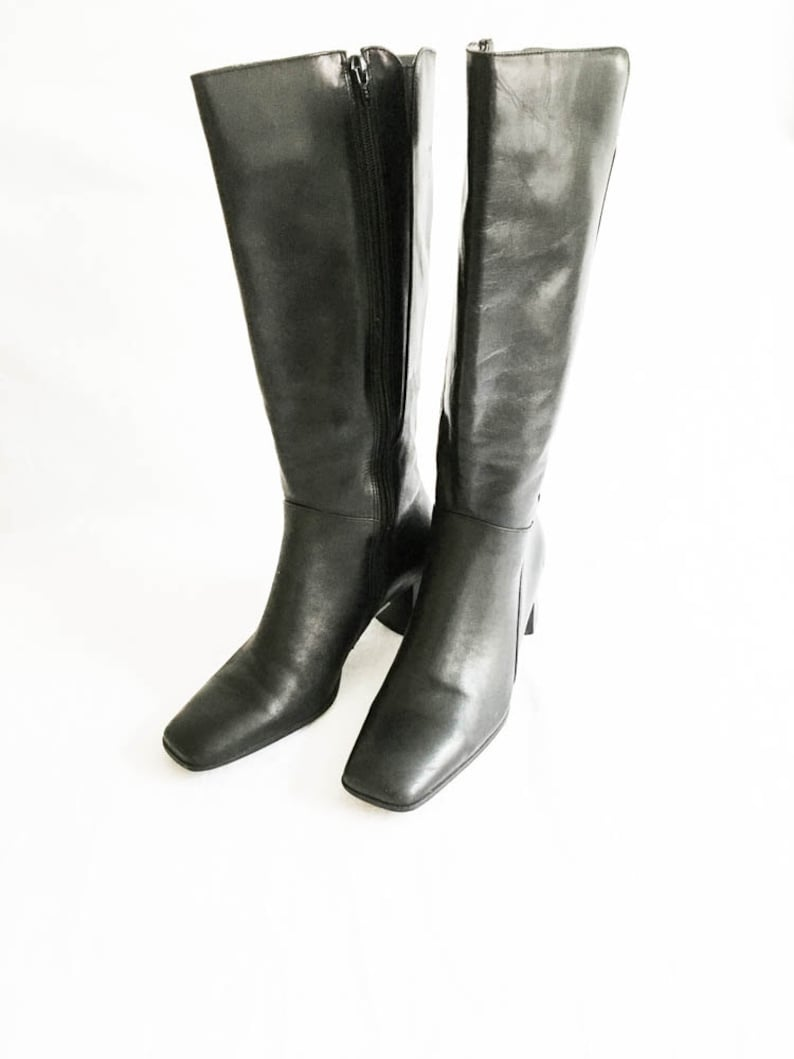 4a36766c0c3 Women s Naturalizer Knee high black leather boots size 7.5