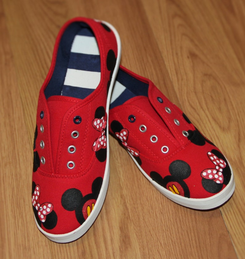 f5d737121e802 MICKEY MOUSE and MINNIE heads bow Disney Park Custom Disney hand painted  canvas lace up shoes sneakers with laces zapatillas pintadas