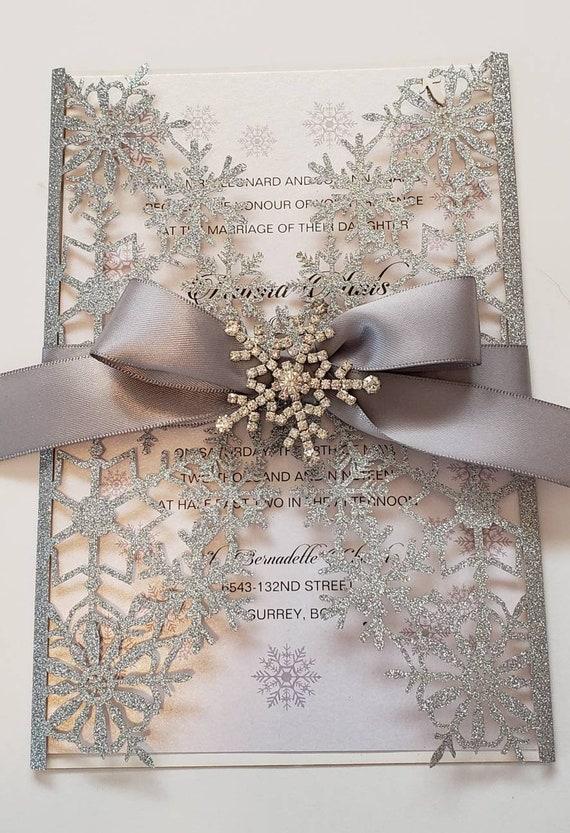 20 Die Cut Brillo Copos De Nieve Colgante Navidad Tarjetas de boda tarjeta Topper
