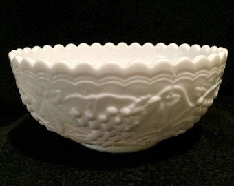 Large Vintage Imperial Glass Milk Glass Bowl