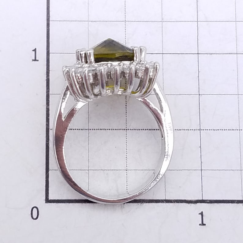 Vintage Sterling Silver and Rose Cut Green /& White Topaz Ring Size 6