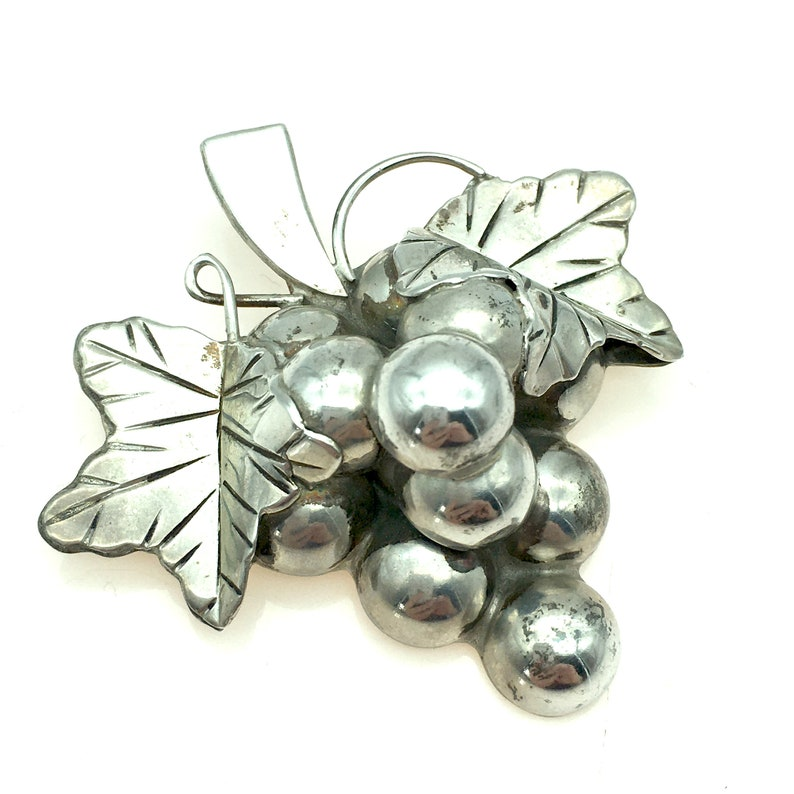 Vintage Taxco Mexico Sterling Silver Grapes & Leaf Brooch / image 0