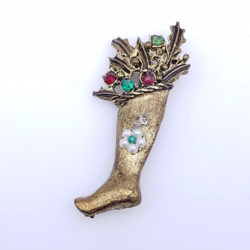 Vintage Gold Tone Christmas Stocking Pin with Holly /& Rhinestones