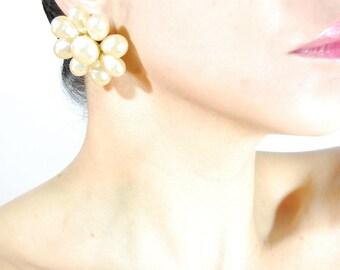 Auth Vintage Coco CHANEL kultige Glas Perle Camelia Ohrclips
