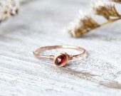 Rose Gold Garnet Ring, Raw Garnet Ring, Textured Rose Gold Filled Ring, Hammered band Ring, January Birthstone Ring, Unique Jewelry Gift