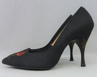 3e467ecaeccc 50s Embroidered Black High Heels - Pointy Toe Tap Pumps - Classic High Heels  - Martinelli - Vintage 1950s - 7 Narrow