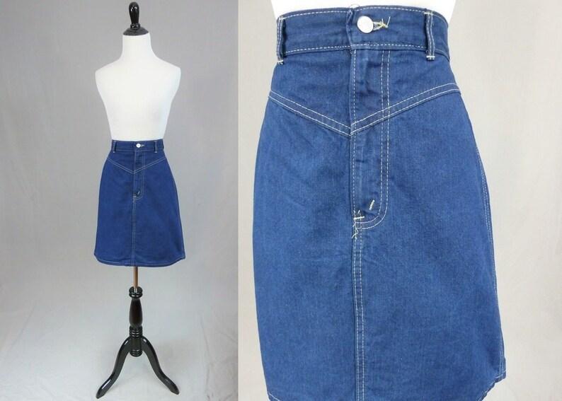 fdac253856 80s Jean Skirt Medium to Dark Blue Denim Yoke High Waist   Etsy