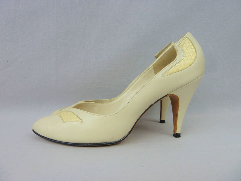 5dd5801b243 70s Cream Leather Heels - Snakeskin Detail - D'Antonio Shoes Pumps -  Vintage 1970s - 8 N NARROW