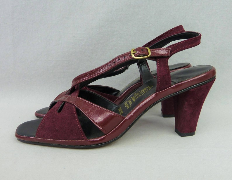 efc24c209f3 70s Suede Sandals - Wine Leather - Open Toe Chunky Heel Shoes - Unworn Hush  Puppies - Vintage 1970s - 8 N NARROW
