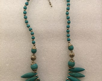 Vintage 70s Turquoise and Silver 19 inches length with 2 inches extender