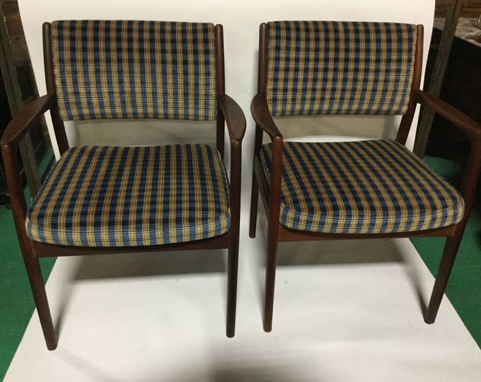 Pair of Hans Wegner Reupholstered Mid-Century Rosewood  Chairs in Silk/Cotton Velvet