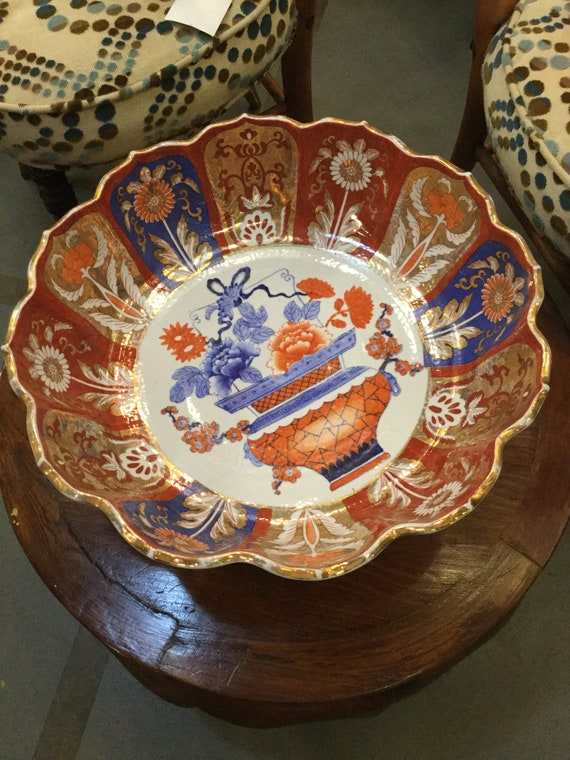 Ca. 1900s Chinese Imari Bowl with Gold details in the Shape of Lotus Flower