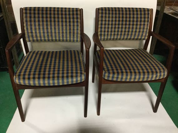 Pair of Hans Wegner Reupholstered Mid-Century Rosewood  Chairs in Silk/Cotton Velvet