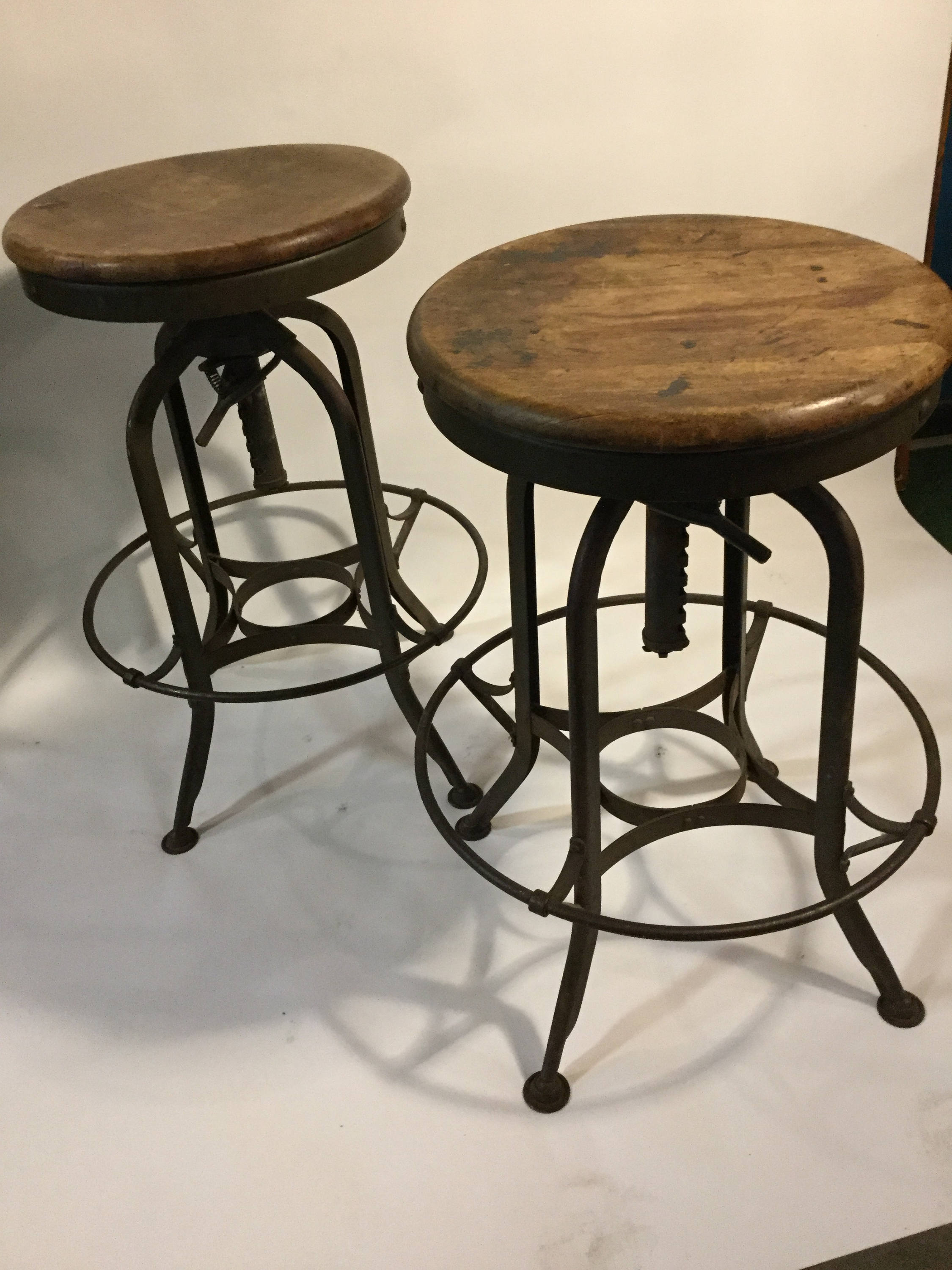 Attirant 1950s Toledo Metal Furniture Co. Maple/Steel Adjustable Pair Of Industrial  Stools From The US Mint In PA.