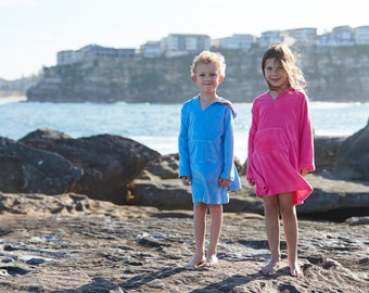 Towelling Hooded stretch Cotton Beach Cover Up Robe. Available in melon or turquoise. Suitable for boys and girls.