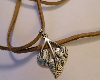 Beautiful tan faux suede cord choker with feather charm pendant 12-15