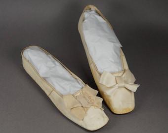 Antique Shoes Georgian Cream Leather Slippers New York Retailers Label Circa 1825