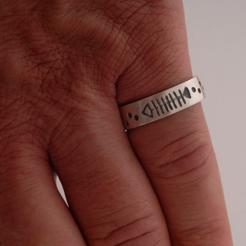 Sterling Silver Fish Ring Carved Fish Wedding Band DA38 Matte Finish Men/'s Ring