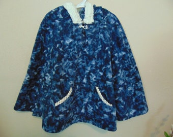 childrens size S, 5-6 blue Popover Poncho with hood   pullover navy & white hooded poncho with pockets side opening, FREE SHIPPING