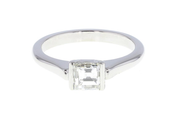 Step-cut Diamond Solitaire Ring in Platinum