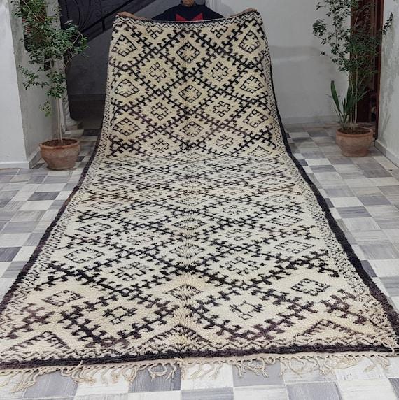 Charming Berber Rug From Azilal Tapis Berbere Berber Etsy