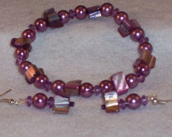 Wine/Purple  Pearls with Dyed Mother of Pearl Stretch Bracelet. Matching Earrings. Free Shipping