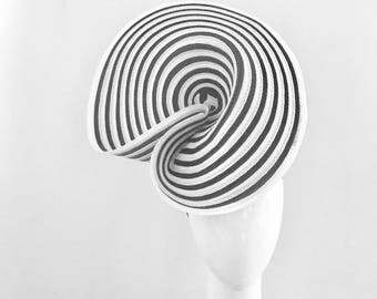 MARGOT:  black and white hatinator / fascinator - races, special events