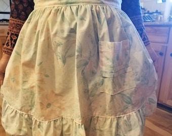 Vintage apron. Half apron. Retro apron. Floral apron.