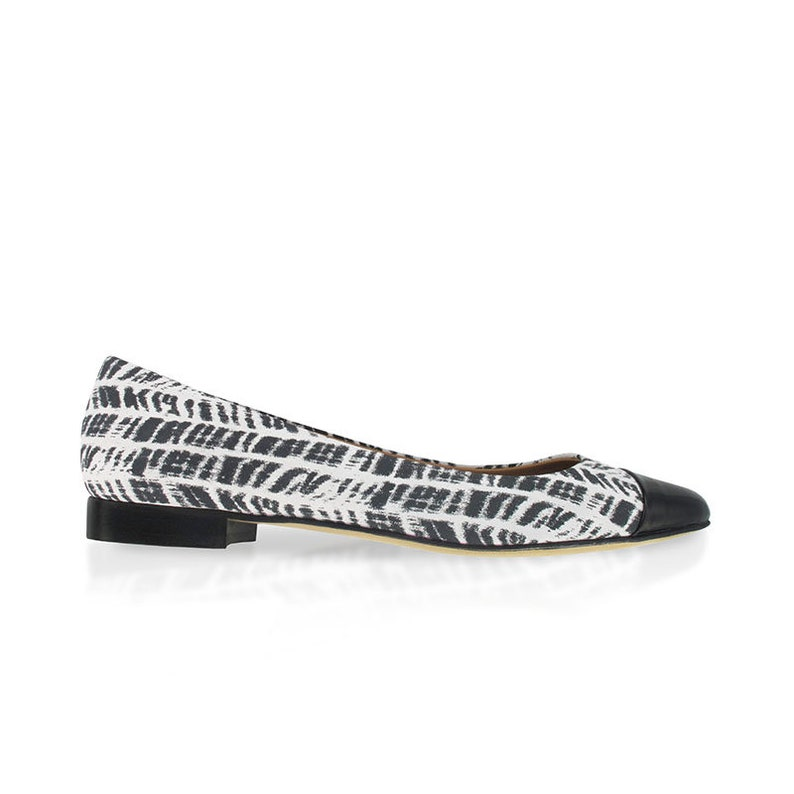 b61cc8d22906e Black and white leather pointy flats, zebra print leather flats, Pointed  toe ballet flats, Women leather pointy flats, Handmade in Italy