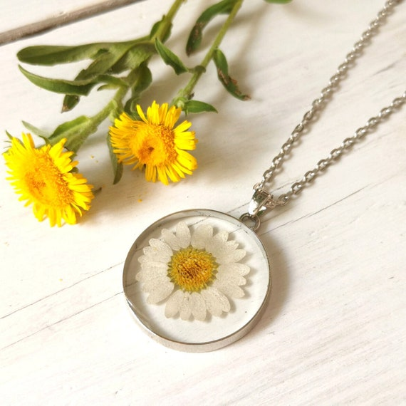 Nature jewellery Real daisy necklace Pressed daisy in resin pendant Transparent necklace with real flower Disc pendant with daisy