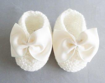 82d07378e182e ballerines bébé en laine - chaussures bébé pour bapteme ou ceremonie -  chaussures blanches