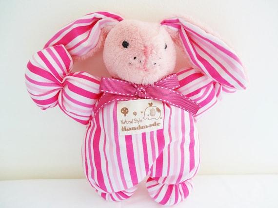 doudou en forme de lapin en tissu coton rose lavable en machine - doudou réalisé artisanalement - doudou enfant