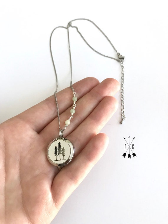 Peace Jade & Sitka Tree Aromatherapy Necklace - Stainless Steel Essential Oil Diffuser Necklace