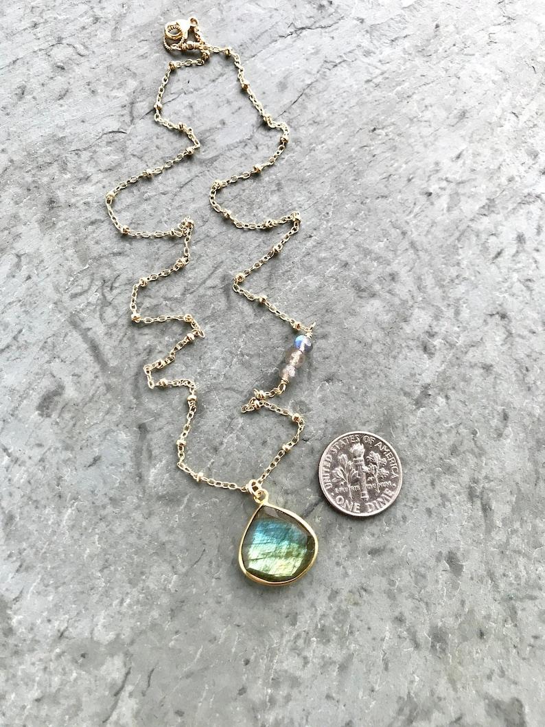 347879853ec2 Collar de labradorita cadena de oro llena vía satélite