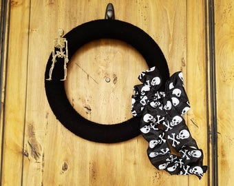 Skeleton Yarn Wreath. Black Yarn Wreath. Halloween Decorations, Halloween Wreath, Holiday Wreath, Spider Wreath, Black and Orange Wreath