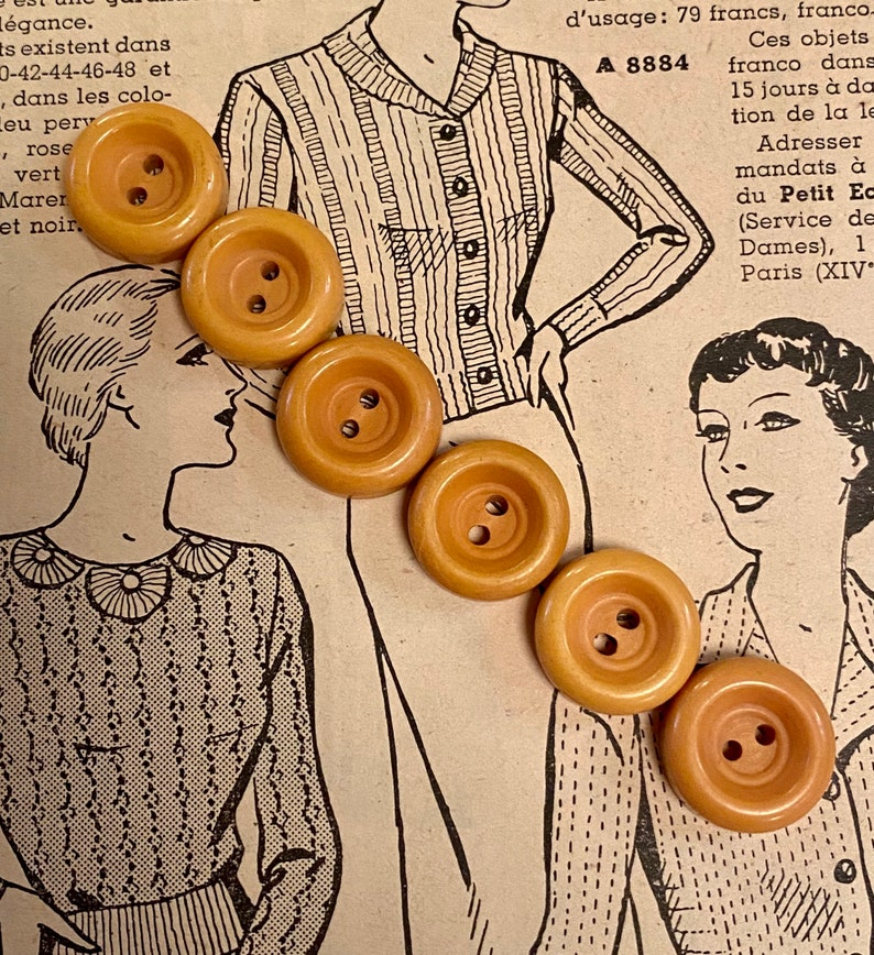 Set of 6 Vintage Corn Bakelite Buttons. Chunky Rounds. image 0