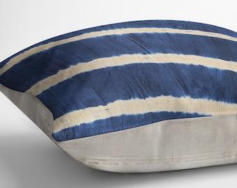 Shibori Pillow, Indigo batik pillow cover, Throw pillow Indigo decor, Tie dye pillow, Navy pillow, Blue accent pillow, Mudcloth pillow style