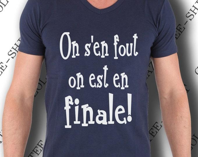 """T-shirt """"On s'en fout on est en finale!"""" Tee-shirt humour coupe du monde, sport champion."""