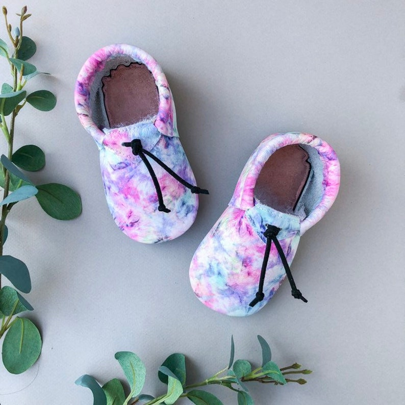 7ea5cbb65e1a2 Tie Dye Loafers - Boho Baby Outfit - Green Baby Moccasins - Genuine Leather  Toddler Shoes - Hippie Baby - Rainbow Baby - Baby Booties